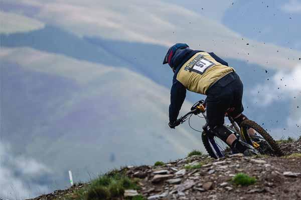 Ropa y cascos MTB y Downhill